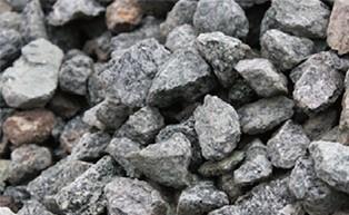 天然砕石を使用した弊社のこだわりの地盤改良